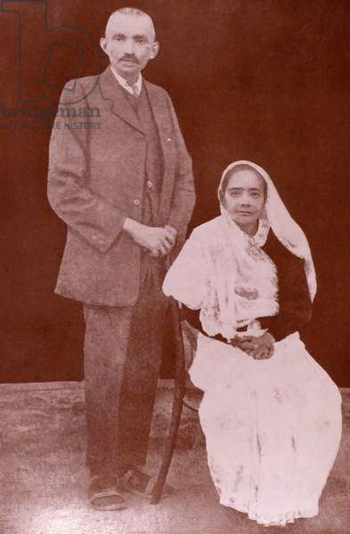 Mohandas Karamchand Gandhi with his wife Kasturba 1913
