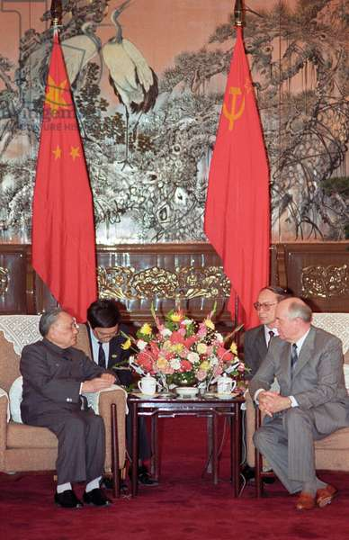 Deng Xiaoping Meets With President Of The Soviet Union Mikhail Gorbachev In Beijing : Chairman of the Central Military Commission of CCP Deng Xiaoping meets with President of the Soviet Union Mikhail Gorbachev in Beijing, China, 18/05/93 ©ITAR-TASS/UIG/Leemage