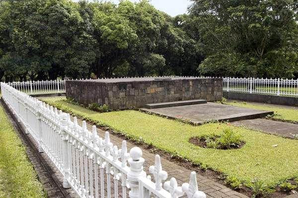 Memorial, Sir Seewoosagur Ramgoolam Botanical Gardens, Pamplemousses, Mauritius (photo)