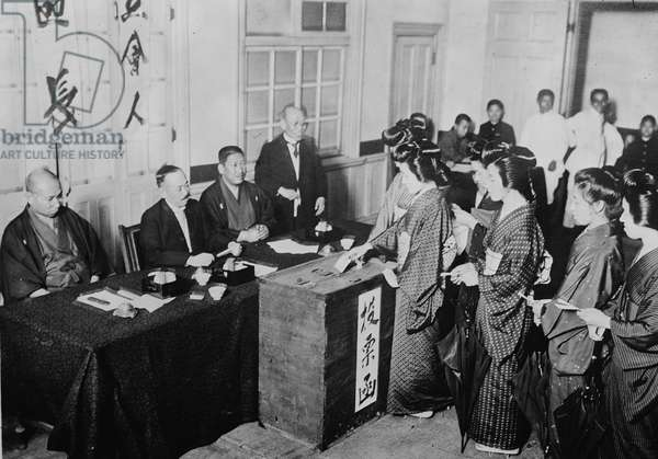 Women voting in Japan