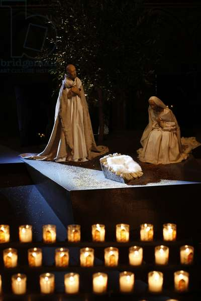 Nativity in Notre Dame of Paris cathedral (photo)