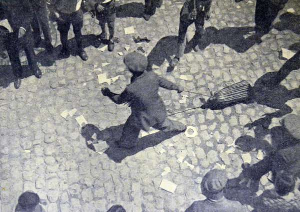 Spanish civil war: Scenes vandalism . Images are dragged and broken in the Gran Via Madrid