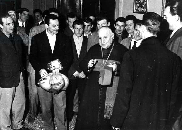 Rome 1958-Pope John XXIII receives the football team Venice