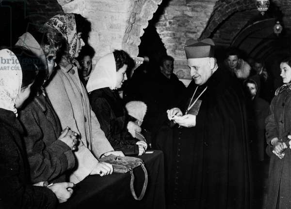 Venice Cardinal Roncalli receives a group of artists in the Crypt Marciana
