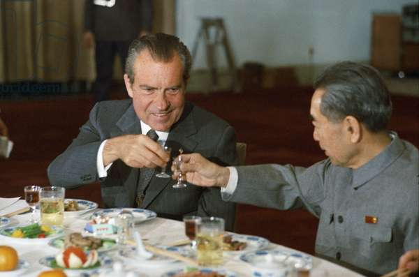 US President Richard Nixon and Chinese Premier Zhou Enlai toast, 1972