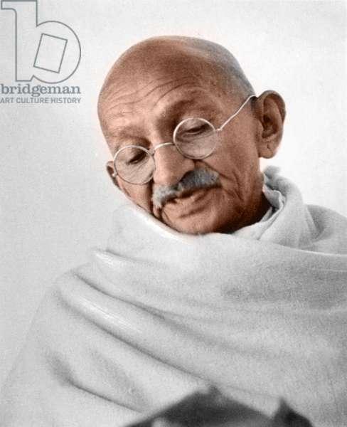 Mohandas Karamchand Gandhi dit Mahatma Gandhi (1869-1948), leader politique et spirituel indien a Panchgani juillet 1944 - Mahatma Gandhi at Panchgani, July 1944. ©Dinodia/Uig/Leemage