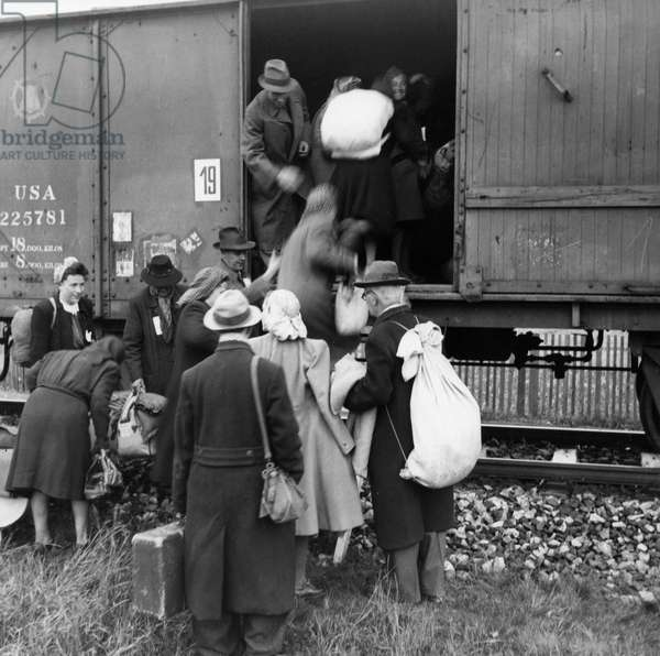 Czechoslovakia. Sudetenland Germans In The Area Of Liberec, North Bohemia Being Loaded Into Boxcars For Transfer Back To Germany After Ww 2. May 6, 1946.
