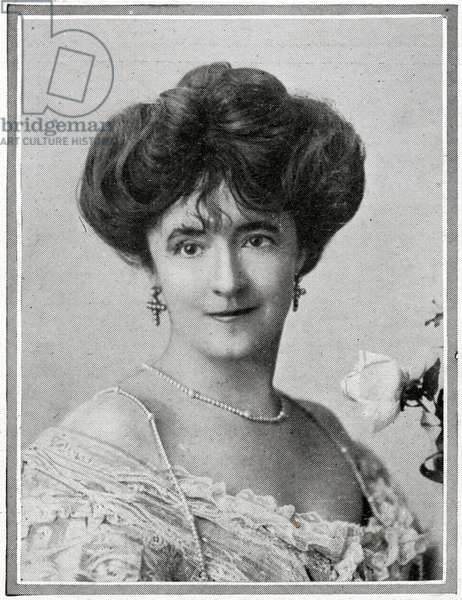 Passengers on RMS Titanic.  Photograph of  Lady Duff-Gordon (Duff Gordon) (Madame Lucile) who was rescued and has given a vivid account of her experiences.  She left in one of the last boats and said that panic had begun to seize some of the remaining passengers by the time her boat was lowered.  She reported that 'Everyone seemed to be rushing for that boat.  A few men who crowded in were turned back at the point of Captain Smith's revolver, and several of them were felled before order was restored.  I recall being pushed towards one of the boats and being helped in.'  Titanic was built by Harland & Wolff in Belfast Ireland during 1910 - 1911 and later sank on April 15th, 1912 off the coast of New Foundland after striking an iceberg during her maiden voyage from Southampton, England to New York, USA, with the loss of 1,522 passengers and crew. (Photo by Titanic Images/Universal Images Group) Photographie. ©UIG/Leemage