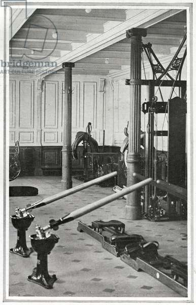 A photograph of the Gymnasium on the Titanic. Passengers could ride on a mechanically-worked saddle or exercise 'as if in a racing skiff'.  Titanic was built by Harland & Wolff in Belfast Ireland during 1910 - 1911, and sank on 15th April, 1912, after striking an iceberg off the coast of New Foundland during her maiden voyage from Southampton, England to New York, USA, with the loss of 1,522 passengers and crew. (Photo by Titanic Images/Universal Images Group) Photographie ©UIG/Leemage