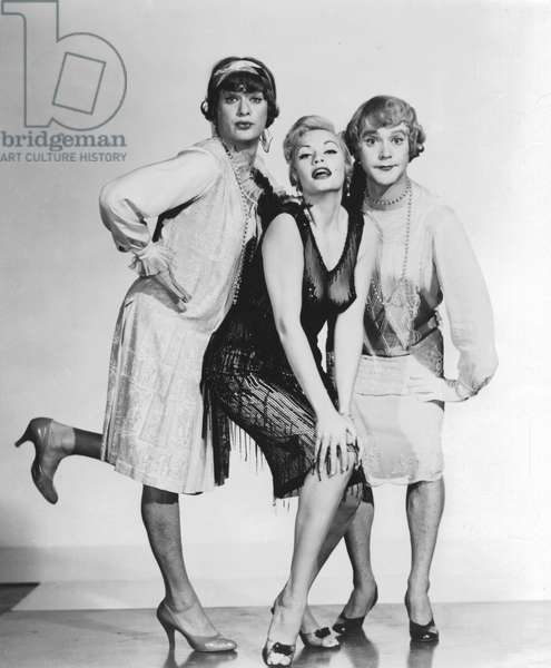 Publicity still for the Hollywood film Some Like It Hot (1959): Director and Producer, Billy Wilder.    Marily Monroe with her co-stars Tony Curtis and Jack Lemmon in drag.
