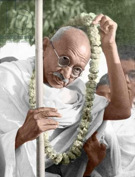 Mohandas Karamchand Gandhi dit Mahatma Gandhi (1869-1948), leader politique et spirituel indien en chemin pour la mission de paix a Noakhali, novembre 1946 - Mahatma Gandhi on his way to his peace mission in Noakhali, November 1946. ©Dinodia/Uig/Leemage