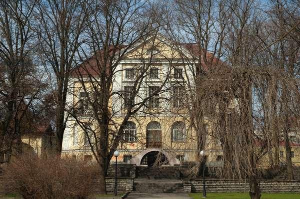 Neo-Classical Building, Tallinn, Estonia (photo)