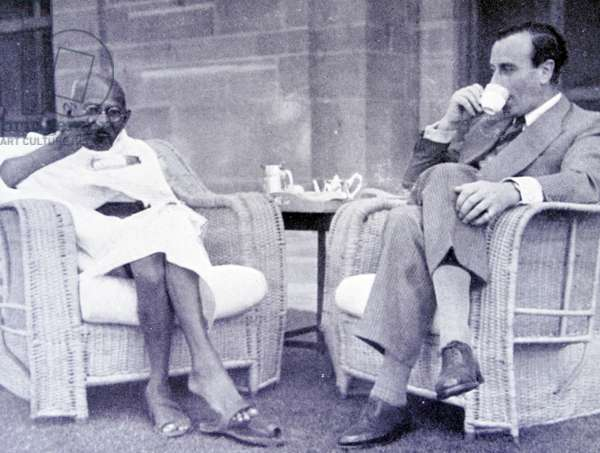 Breakfast meeting between Mahatma Gandhi and Viceroy of India, Lord Mountbatten 1947