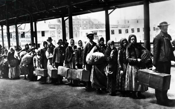 Immigrants on Ellis Island reception centre, 1902