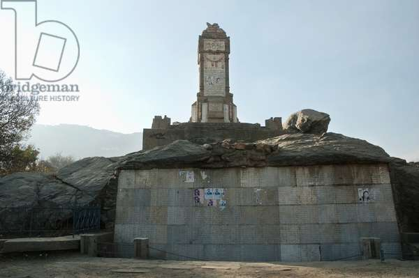 Shelled Cenotaph in Kabul, Afghanistan (photo)