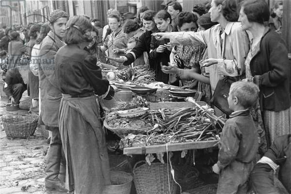 Vegetable Stall in the Warsaw Ghetto (b/w photo)