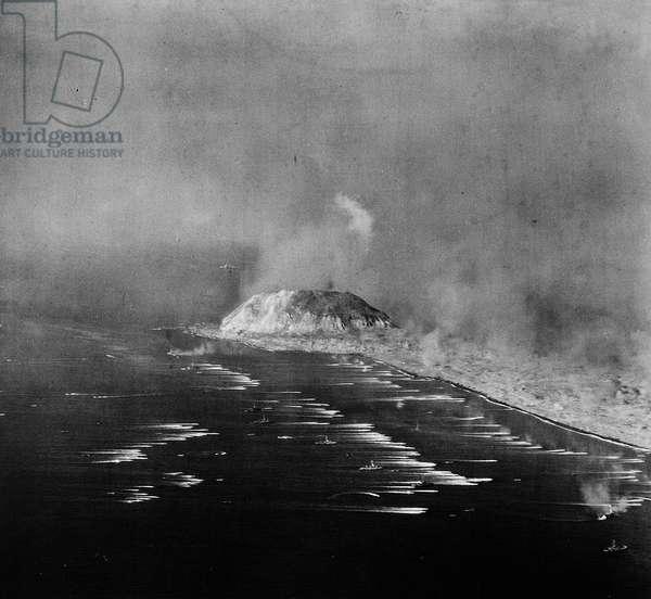 Streaking towards Mount Suribachi (b/w photo)