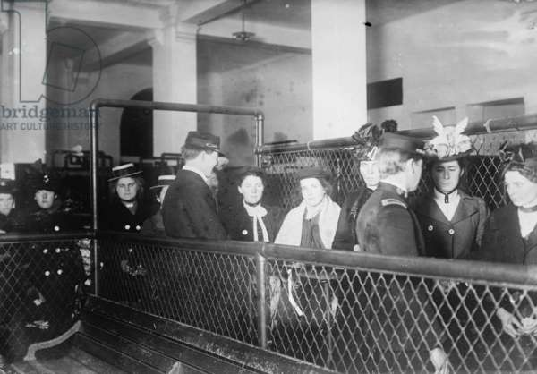 Immigrants Being Processed for entry into the United States at Ellis Island 1915 (photo)