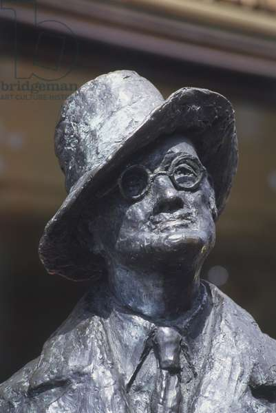 Republic of Ireland, Dublin, Earl Street North, statue of James Joyce (1882-1941), head and shoulders, close up. ©Alan Williams/Dorling Kindersley/UIG/Leemage
