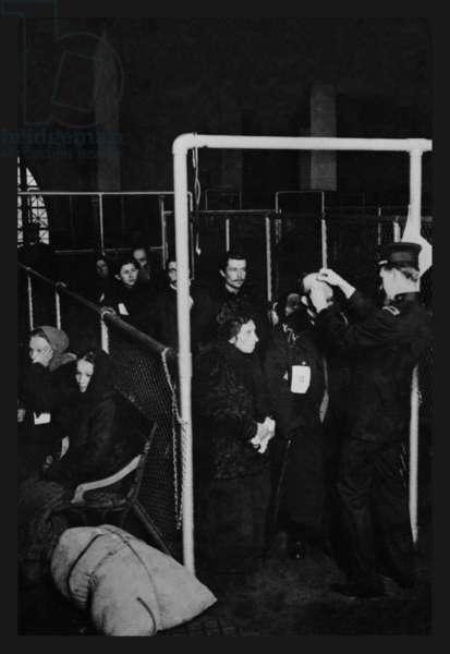 Examining Eyes at Ellis Island 1913 (photo)