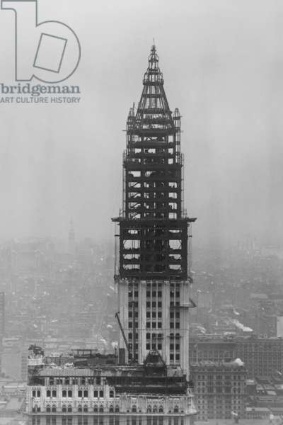 The Woolworth Building Under Construction 1913 (photo)