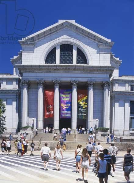 USA, Washington, D.C., National Museum of Natural History, Neo-classical central rotunda faade