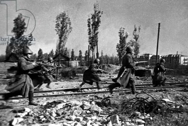 Battle of Stalingrad, 1942: Red Army Soldiers Engaged in Street Fighting with German Army.