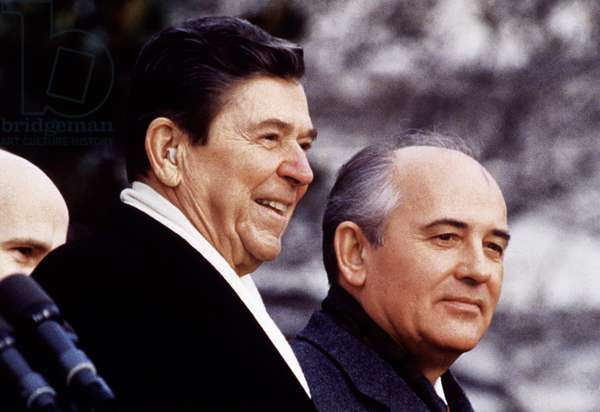 US President Ronald Reagan and Mikhail Gorbachev
