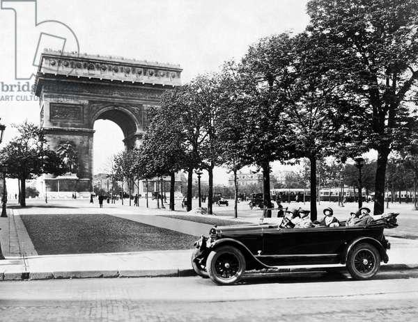 Arc de Triomphe de l'Etoile (b/w photo)