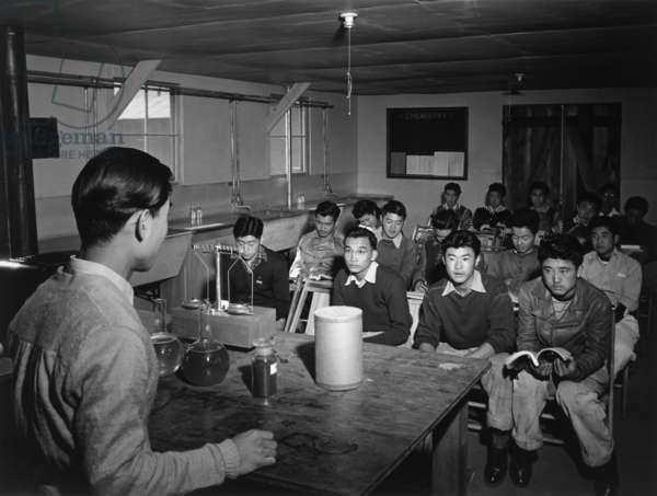 Science lecture, Manzanar Relocation Center, California, 1943 (photo)