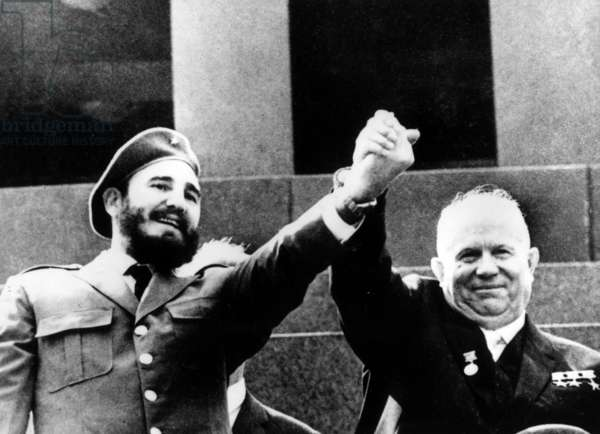 Fidel Castro and Nikita Khrushchev in front of the tomb of Vladimir Lenin