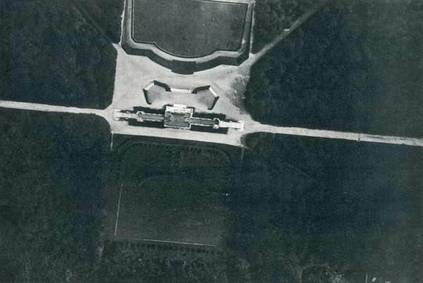 WWI 9 August 1918-Flying over Wien, Schoenbrunn