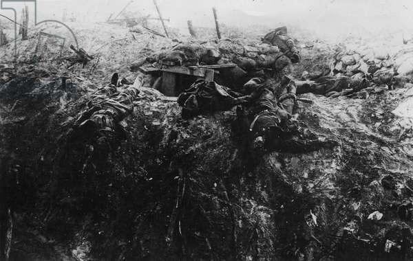British dead, 1916 (b/w photo)