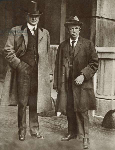 Mr. Hoover, left and Mr. Clynes, right. Food Controllers respectively for England and America during World War I, seen here in 1917. Herbert Clark Hoover, 1874 -1964. 31st President of the United States. John Robert Clynes, 1869 - 1949. British trade unionist and Labour Party politician. From The Story of 25 Eventful Years in Pictures published 1935 ©UIG/Leemage