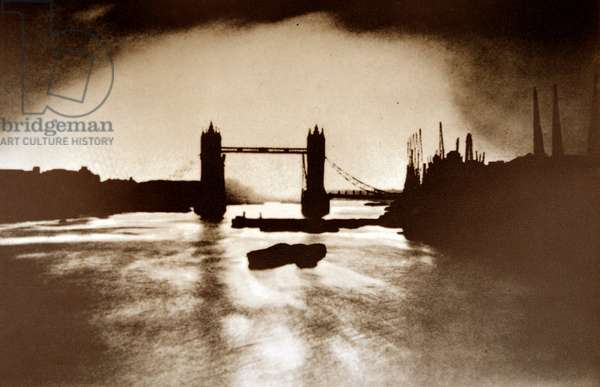Tower bridge in London, 1941