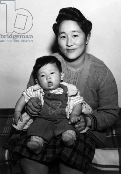 Mitsu Nakai and baby, Manzanar Relocation Center, California, 1943 (photo)