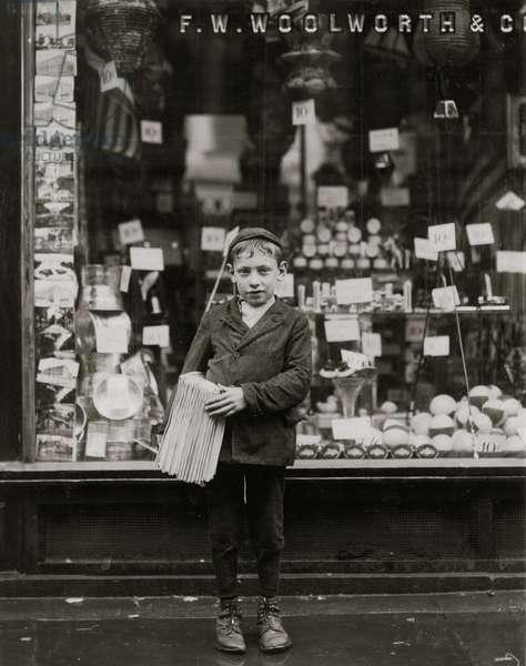 Simon Mellitto, Italian Newsboy in Philadelphia, PA 1910 (photo)