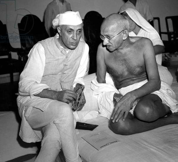 Ghandi discussing the Quit India concept with Nehru, 1942