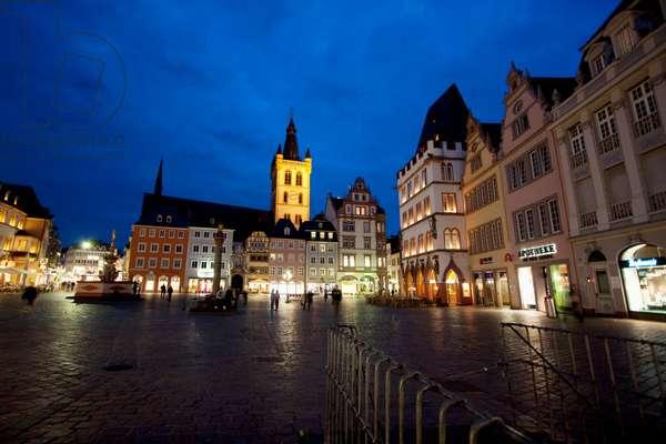 St. Gangolf Church and Hauptmarkt (Main Market) Square at Night, Trier, Rhineland-Palatinate, Germany (photo)