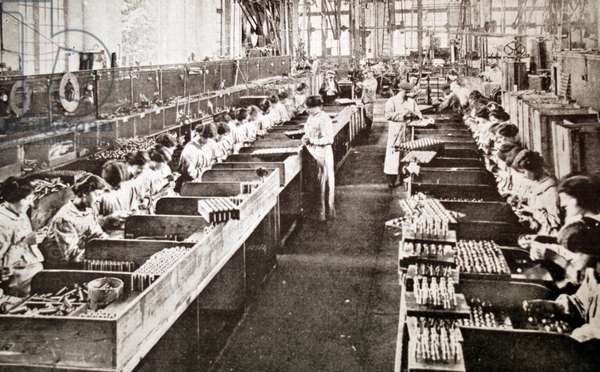 Munitions and arms manufacture, 1915
