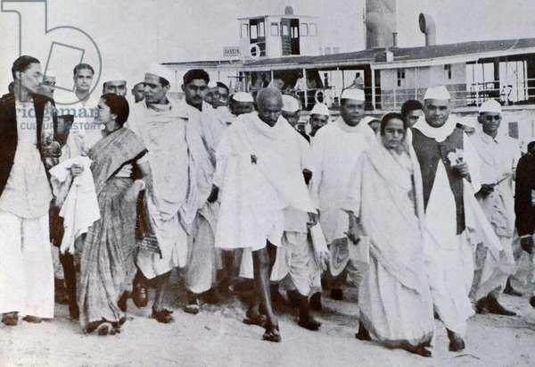 Mohandas Karamchand Gandhi visits Calcutta