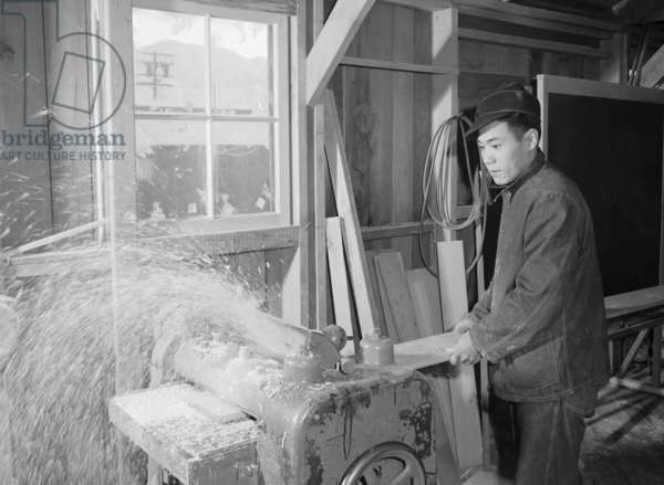 Hidemi Tayenaka, woodworker, Manzanar Japanese American Internment Camp, California, 1943 (b/w photo)