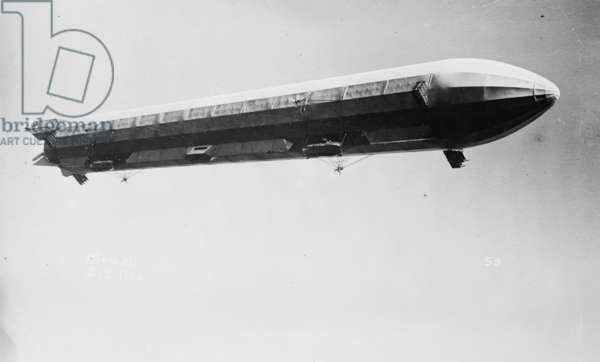 Zeppelin airship in flight 1908 (photo)