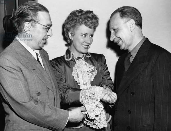 Dunne And Pulitzer Recepients (b/w photo)