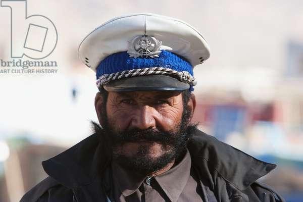 Policeman in Bamiyan, Bamian Province, Afghanistan (photo)