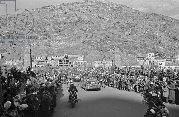 The Motorcade for President Eisenhower's visit to Kabul, 1959 (b/w photo)