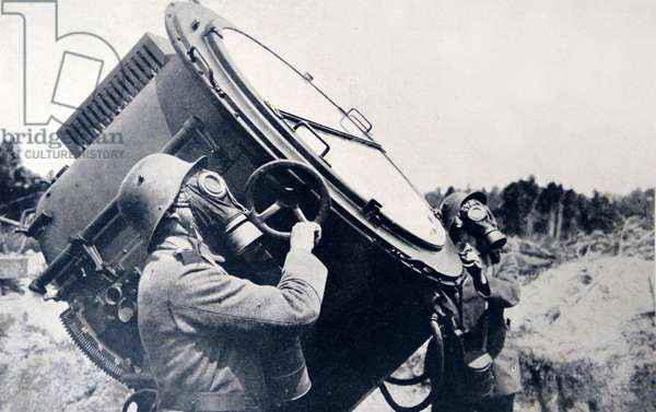German World war one searchlight prepared in a German anti-aircraft position 1917