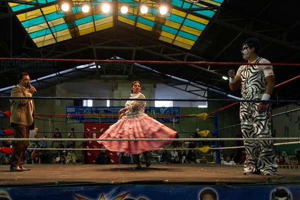 Star cholita female wrestler arriving at the Cholitas Wrestling Event, El Alto, La Paz, Bolivia (photo)