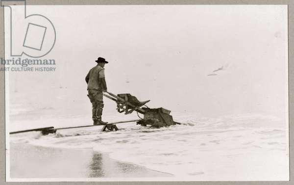 Mining on beach 1920 (photo)