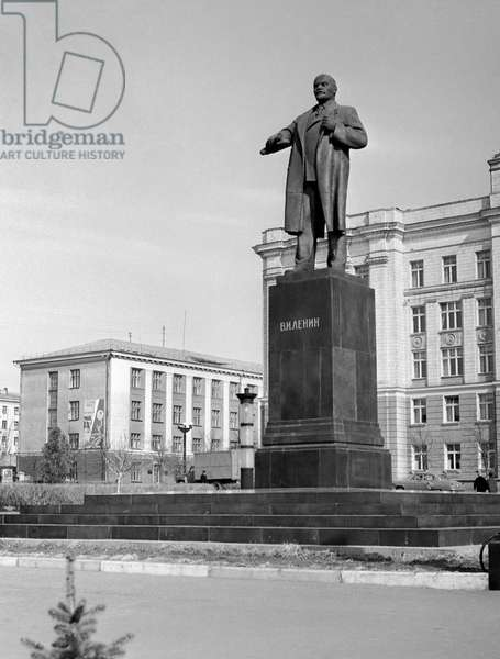Monument to Lenin at the Revolution Square In Belgorod